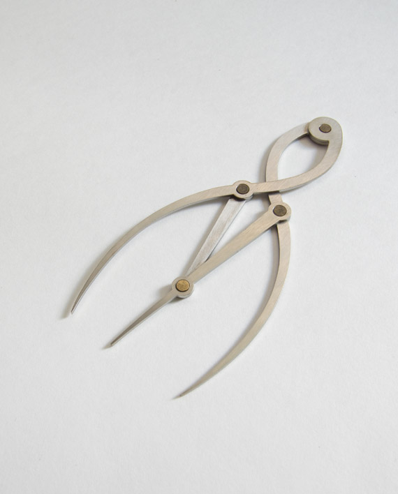 golden mean calipers help finding correct proportions in makeup application